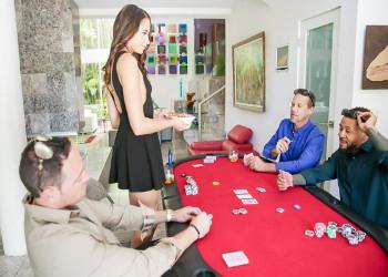 Imagen Avi Love se convirtió en el premio durante la partida de poker