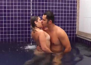 Imagen Brasileña infiel folla con otro hombre en la piscina del hotel