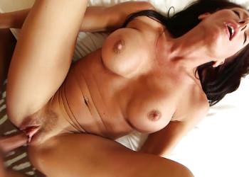 Imagen Madura caliente graba porno y deja que se la metan por detrás