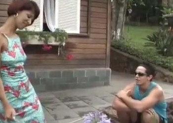 Imagen Milf brasileña seduce al vecino y le acaba pidiendo sexo anal