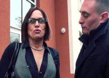 Imagen Milf francesa se cita con un joven que le da caña en un polvazo