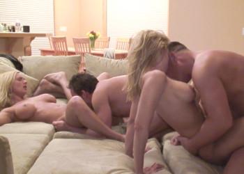Imagen Reunión de amigos termina con todos follando en el salón